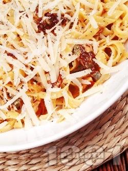 Паста талятели (спагети) с пушена сьомга, сушени домати, сметана, сирене пармезан и каперси - снимка на рецептата